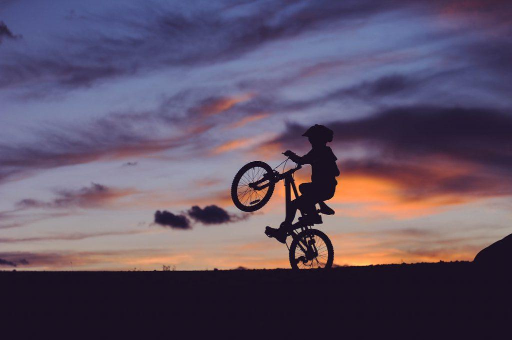 Dziecko Na Rowerze Ze światłem Czy Bez Portal Rowerowy